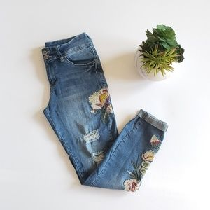 YMI | Mid rise distressed embroidered ankle jeans